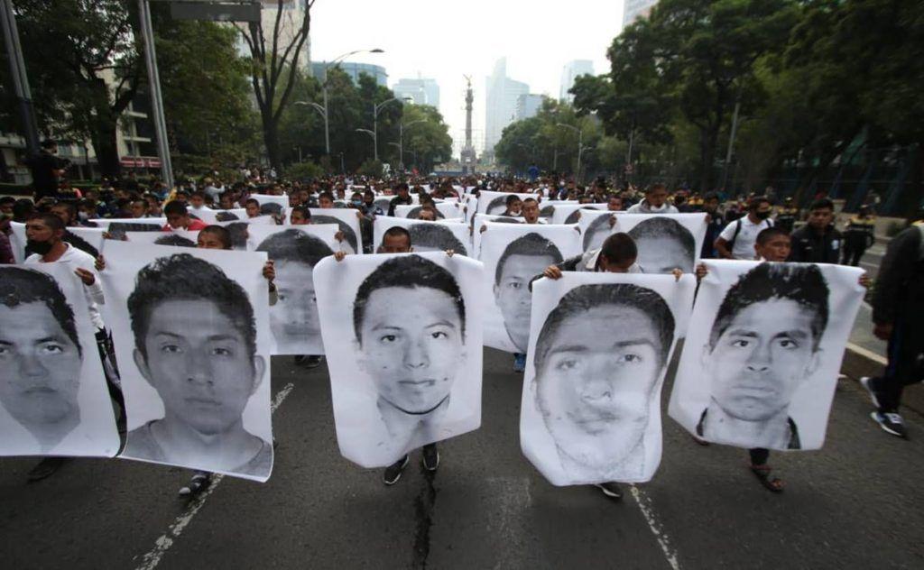 Se reúne AMLO con padres de estudiantes desaparecidos