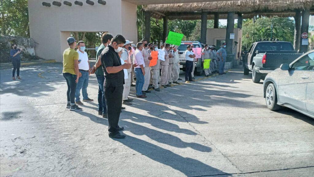 Cierran paso trabajadores de Puerto Aventuras cada 15 minutos