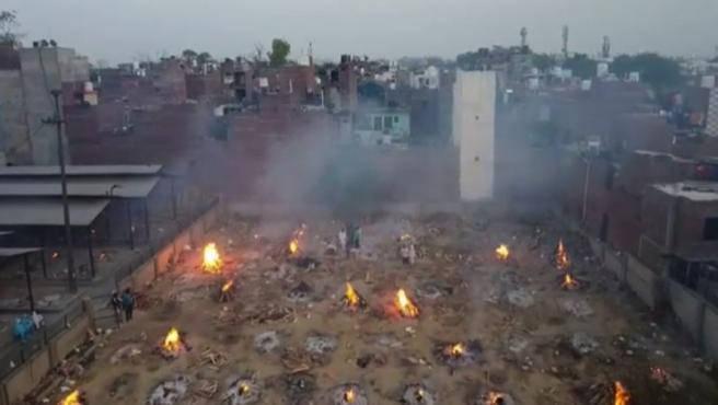 Saturados los crematorios en India