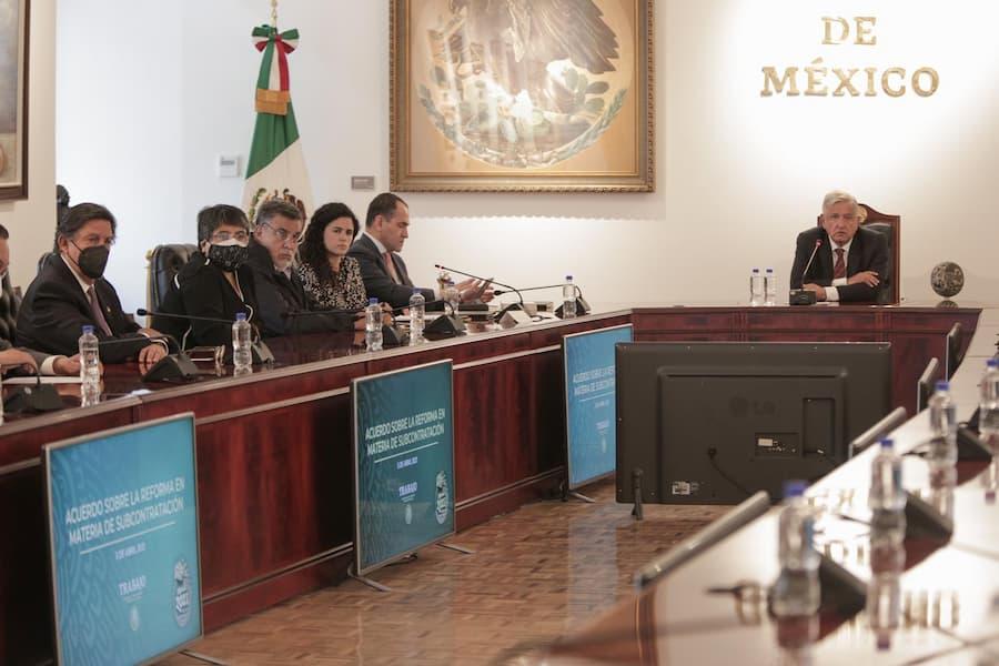 Anuncia AMLO acuerdo sobre outsourcing