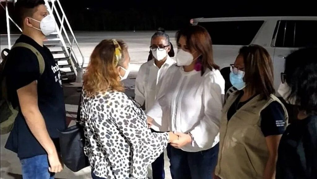 México da visas a hijas de Victoria Salazar
