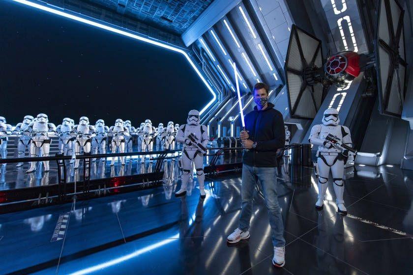 """Maneja Tom Brady el """"halcón milenario"""" de Star Wars"""