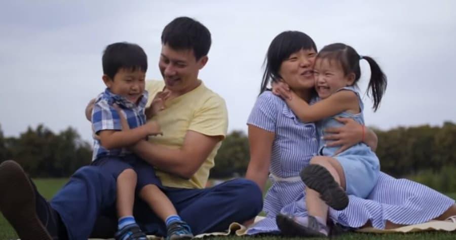 China autoriza hasta tres hijos por familia