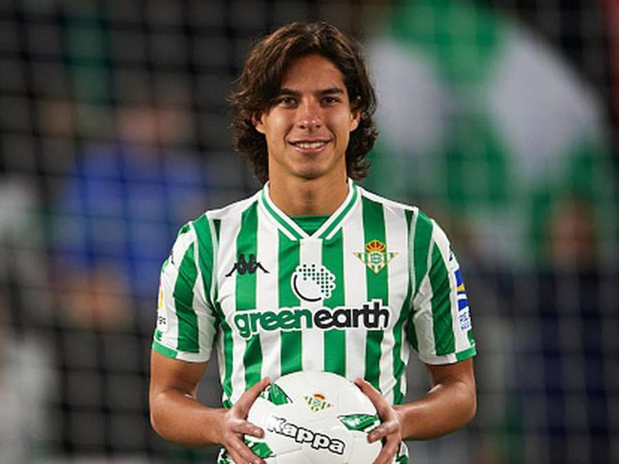 Celebra Diego Lainez futbolista del Real Betis 21 años de vida