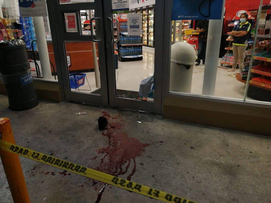 No pudo comprar cerveza, patea el vidrio de la tienda y se rebana el pie