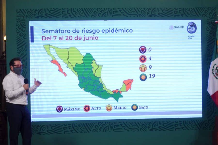 Continúan en descenso los contagios en México
