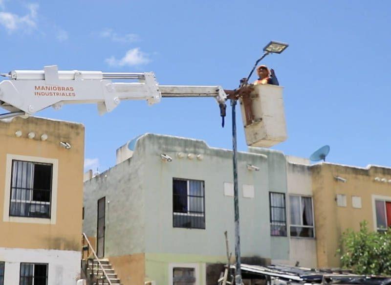 Gobierno de Solidaridad moderniza luminarias en Villas del Sol con tecnología LED
