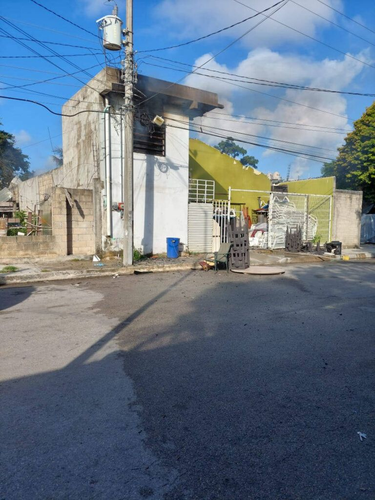 Incendio consume bodega de colchones en la Col. Ejido