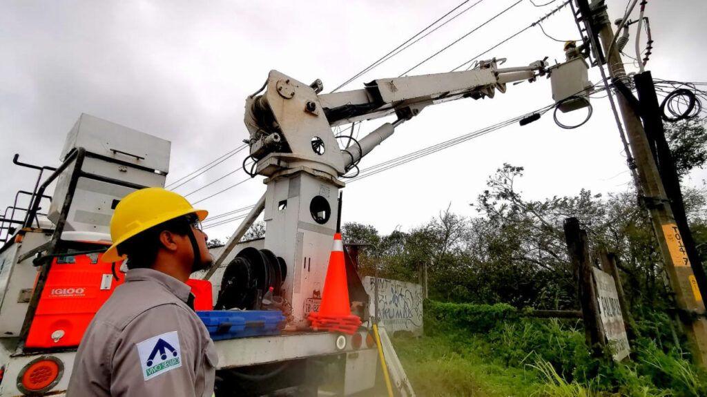 Restablece CFE el suministro eléctrico al 49% de los usuarios afectados en Campeche, Quintana ROO y Yucatán
