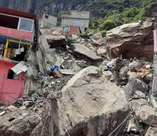 Un muerto y 10 heridos por deslave del cerro del Chiquihuite