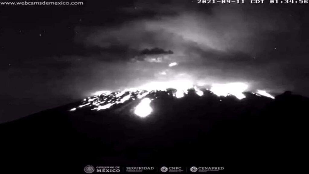 Popocatépetl registra explosiones y columnas de más de mil metros