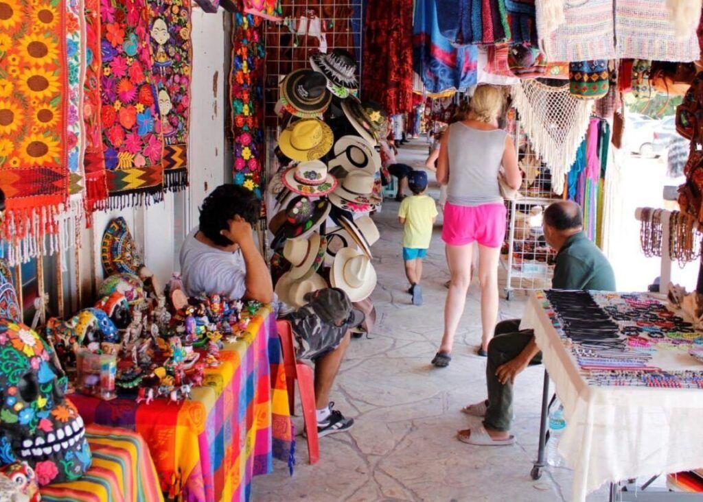 Pide alcaldesa de Puerto Morelos fortalecer la recuperación económica con responsabilidad